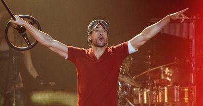 Das tat richtig weh: Enrique Iglesias muss nach einem Konzert die Hand rekonstruiert bekommen!