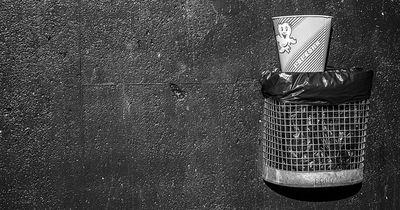 Frau warf etwas in den Müll - sie hätte reich werden können