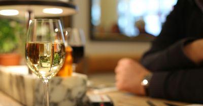 Mann bestellt sich einen Wein - dafür bezahlte er mit seinem Leben