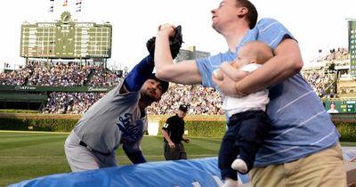 Baby füttern und gleichzeitig Baseball fangen? Ja das geht!