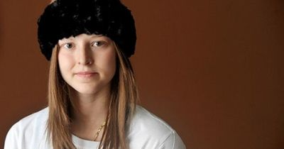 Totes Mädchen hinterlässt Nachricht hinter einem Spiegel