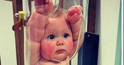 So sieht ein Baby beim ...