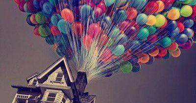 Fliegen? Mit 100 Ballons und einem Gartenstuhl kein Problem!