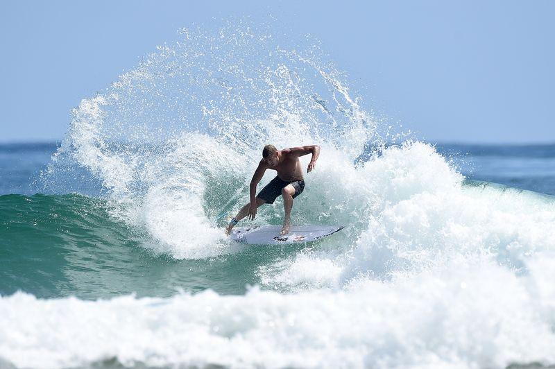 Surf-Weltmeister wird während Wettkampf von Hai angegriffen