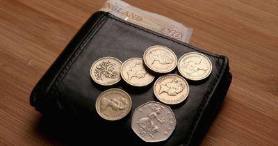 Anstatt zu studieren: Mädchen verprasst 83.000 Euro!