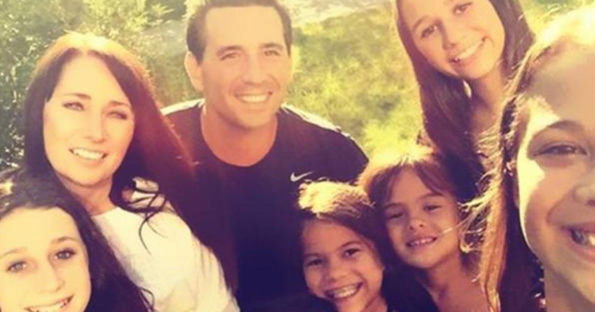 Diese Frau hat die vier Töchter ihrer besten Freundin