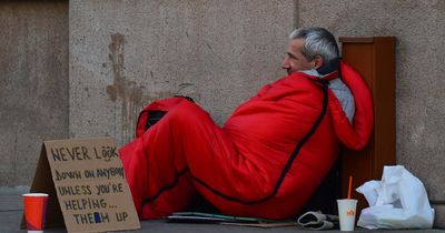 Geschäftsmann schenkt Obdachlosem Paar 2 Nächte im Luxushotel