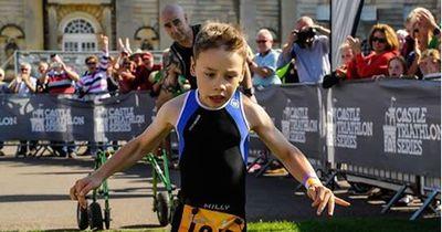 Trotz Lähmung - 8-Jähriger begeistert die Massen
