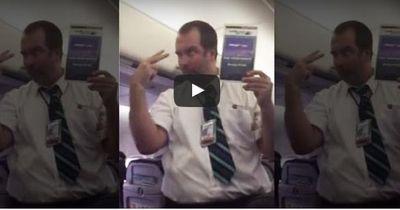 So macht das Fliegen Spaß: Einmalige Sicherheitseinweisung bereitet Passagieren Lachkrämpfe!