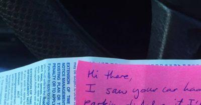 Mutter parkte im Halteverbot - später findet sie diese Botschaft