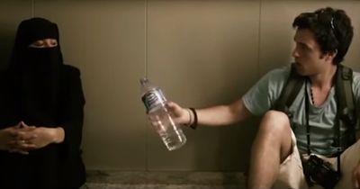 Sie sind in einem Aufzug eingeschlossen. Um ihm das Leben zu retten, bringt sie ein riesiges Opfer!