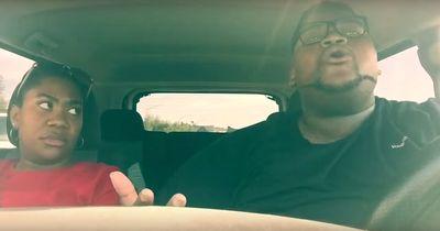 7 Stunden Autofahrt und er singt JEDES Lied im Radio mit
