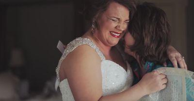Diese Mutter wartete 20 Jahre und bereitete ihrer Tochter DIE Überraschung!