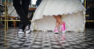 Wie dieses Ehepaar Hochzeitstag feiert, ist rührend – und ein wenig eklig!