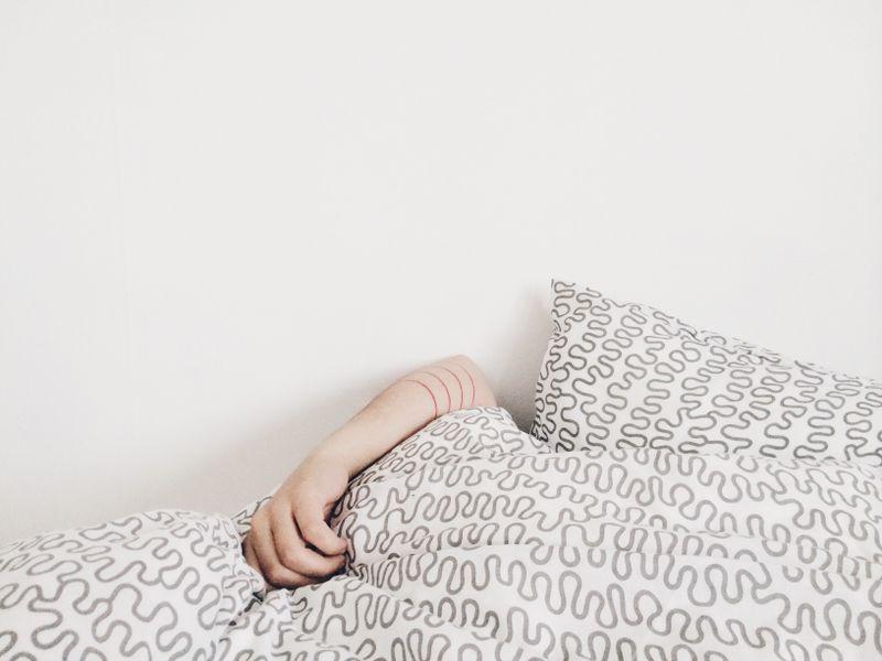 Mehr Selbstbewusstsein, Stressabbau – darum solltest du nackt schlafen!