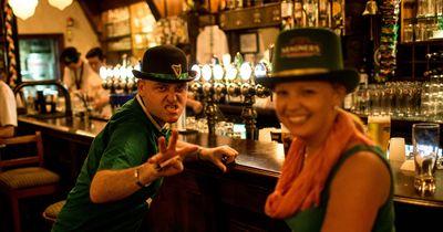 Heftig: Pub-Besitzer bekommt in seiner eigenen Bar keinen Drink mehr...