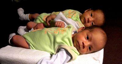 Sie sind Zwillinge - und dennoch liegt ihr Geburtstag vier Monate auseinander!