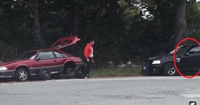 Mann hat Autopanne - Er konnte nicht fassen, wer anhielt und ihm helfen wollte