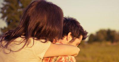 5 Anzeichen, dass du dich in deiner Beziehung zu wohl fühlst!
