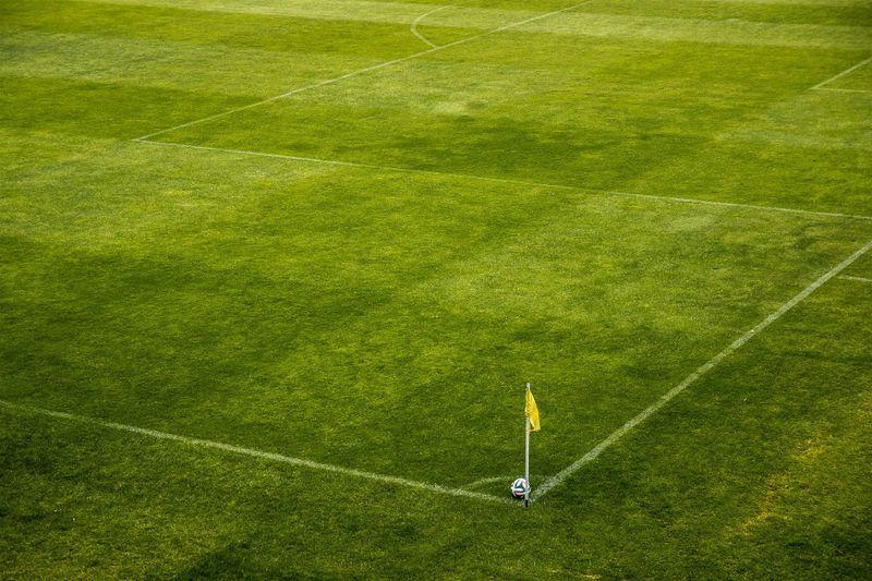 Fußballprofi attackiert Linienrichterin