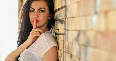 10 kleine, schmutzige Geheimnisse, die wirklich jedes Mädel hat!