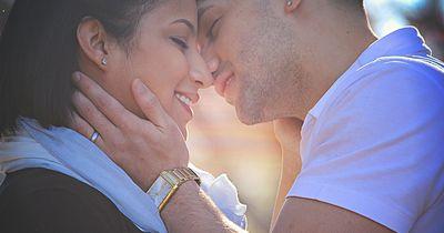Warum machen wir beim Küssen die Augen zu?