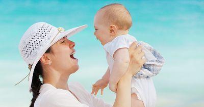 Was passiert, wenn ein Baby das erste Mal seine Mama sieht