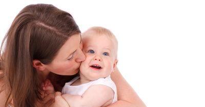 Weil sie ihr Baby stillte