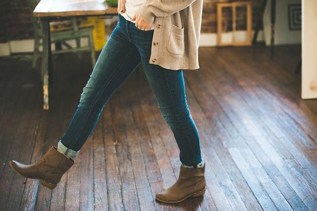 Frau muss wegen Skinny Jeans in die Notaufnahme