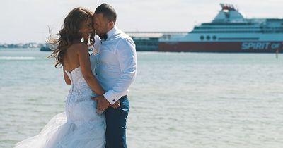 Mann spendet Hochzeitskleid seiner verstorbenen Frau