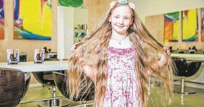 Die 8-jährige Anastasia ließ ihre Haare 5 Jahre lang wachsen