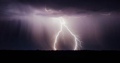 'Blitze' aus den Fingerspitzen: Ein unglaubliches Naturphänomen!