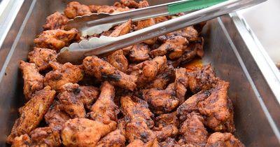 Du wirst nicht glauben, was ein Mann jetzt in seinen Chicken Wings gefunden hat