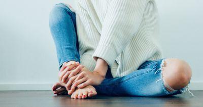 Deshalb schlafen unsere Hände und Füße ein