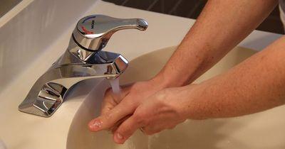 DAS passiert, wenn du deine Hände mit Rasierschaum wäschst!