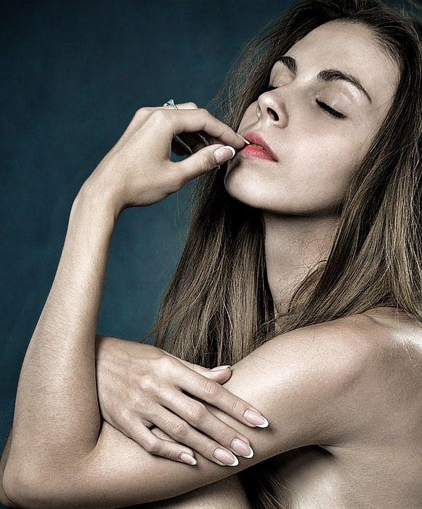 Nägelkauen ist gesund? Rechtshänder leben länger?  Verrückte Fakten, die überraschen!