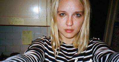 Sie machte jedes Mal ein Selfie, wenn sie weinen musste. Und das drei Jahre lang.
