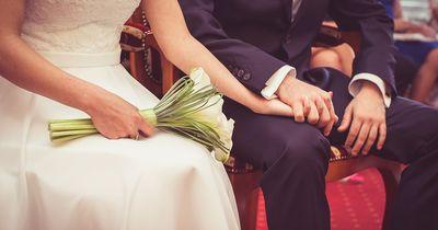Dieses Paar öffnete ihr Hochzeitsgeschenk erst 9 Jahre später: